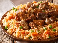 Рецепта Печен ориз със свински хапки, грах от консерва, праз лук и джоджен на фурна